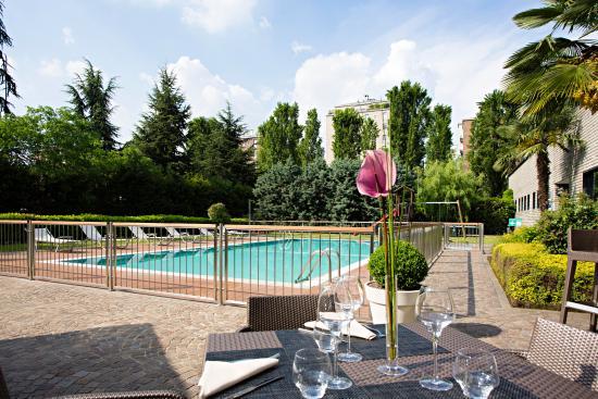 Novotel milan nord ca granda hotel milano italia for Piscina suzzani