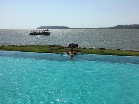 Infinity Swimming Pool - Picture of Goa Marriott Resort ...