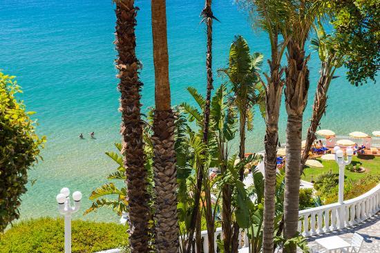 Terrazze e giardini a picco sul mare - Foto di Grand Hotel Le Rocce ...