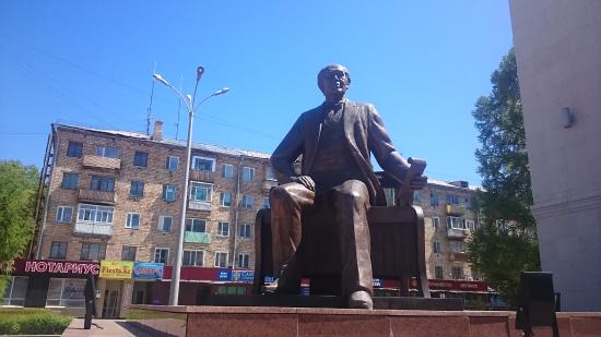 ‪Monument to K. S. Stanislavskiy‬