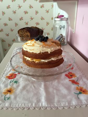 Charing, UK: Homemade cake