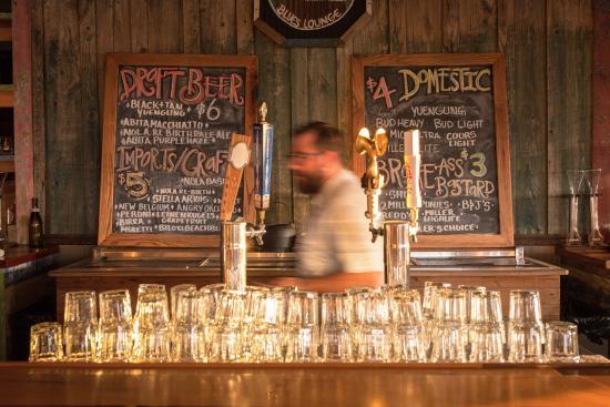 Natchez, MS: Tending bar at Smoot's