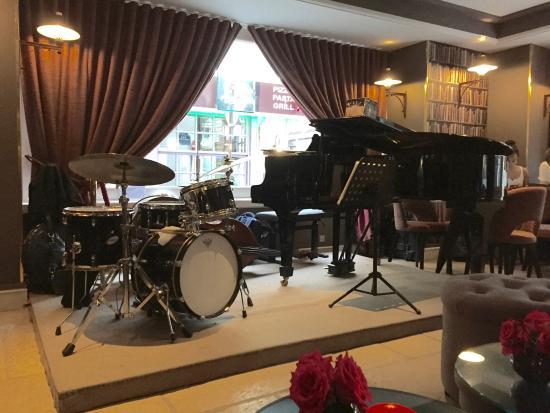 Hotel d'Aubusson: Café Laurent ready to the jazz concert