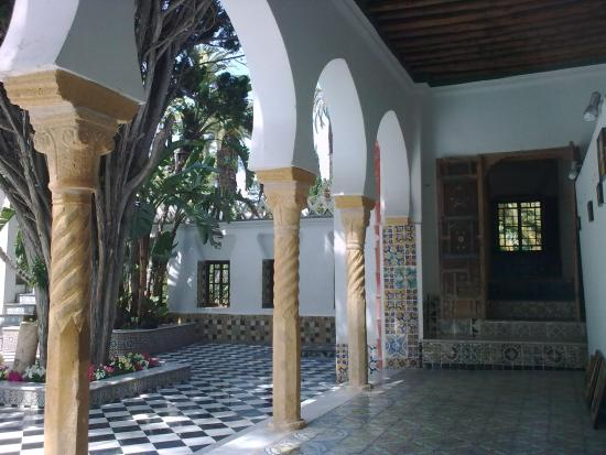 Algiers, Aljazair: court interieur