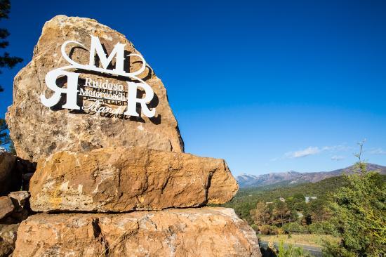 Alto, Nuevo México: Sign to gated entrance.
