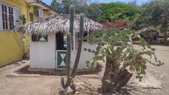 Den Paradera - Dinah's Botanic & Historic Garden: Ingang Dinah Veeris