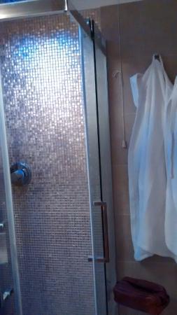 Albergo Marin: Banheiro pequeno