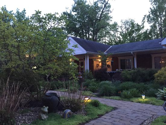 Mount Vernon, OH: Courtyard gardens