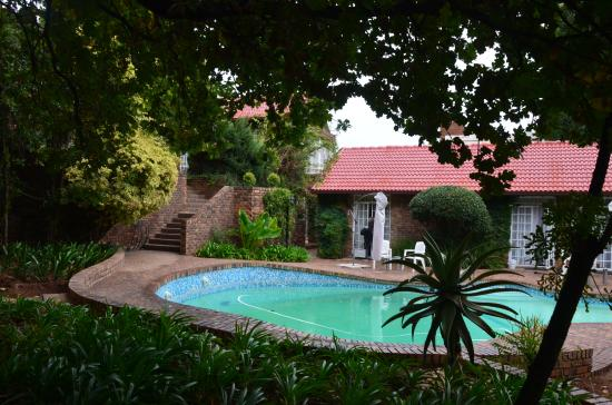 Farmers Folly Guest House : piscine