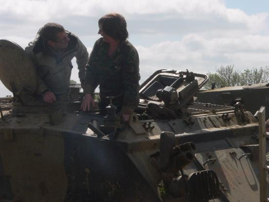 Helmdon, UK: Briefing on the FV432