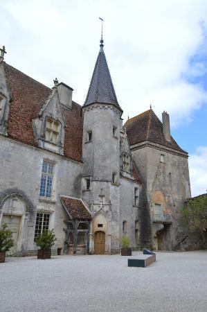 Chateauneuf, Francia: La cour du Château