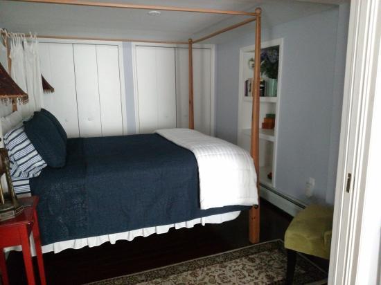 Kingston, NY: Esopus Bedroom