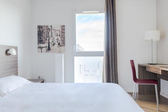 Hevea appart hotel valence frankrig hotel for Valence appart hotel