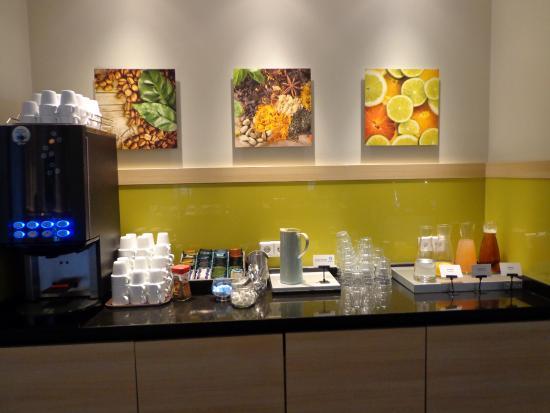 Good Morning+ Nykoping: Kaffehyllan med frukostjuice