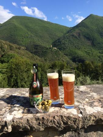 Abbazia San Pietro in Valle: vue et bière locale
