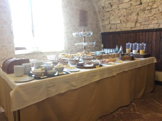 Abbazia San Pietro in Valle: buffet petit-déj