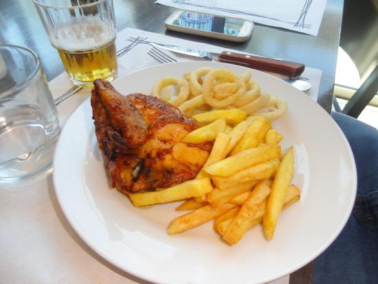Buffet La Riera: Pollo con patates y calamares tipo a la andaluza