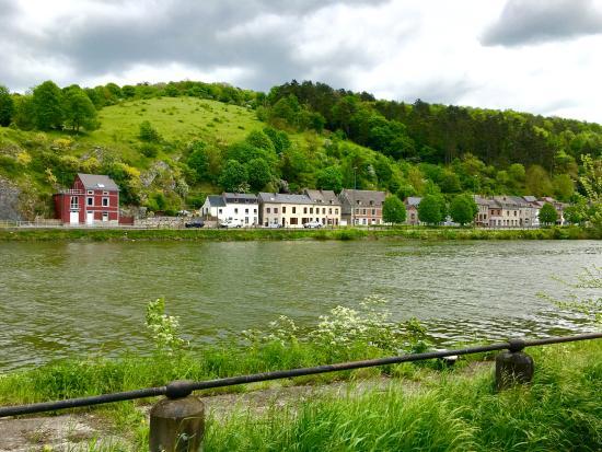 L'Auberge de Bouvignes: Meuse River near L'Auberge