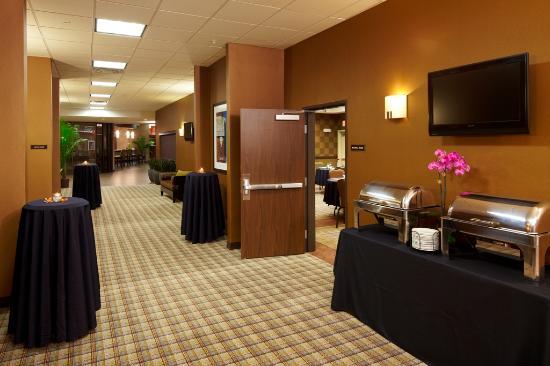 Best Western PREMIER Bryan College Station: Pre-Function Hallway