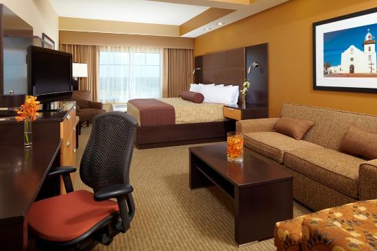 Best Western PREMIER Bryan College Station: King Suite Guest Room