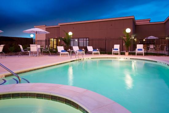 Bryan, Teksas: Outdoor Pool and Hot Tub