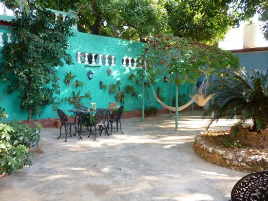 Hostal Ida: courtyard