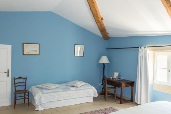 Coin salon et bureau de la chambre azur picture of la moutiere