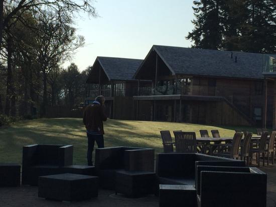 Fonab Castle Hotel Brasserie: jardin avec vue sur le loch