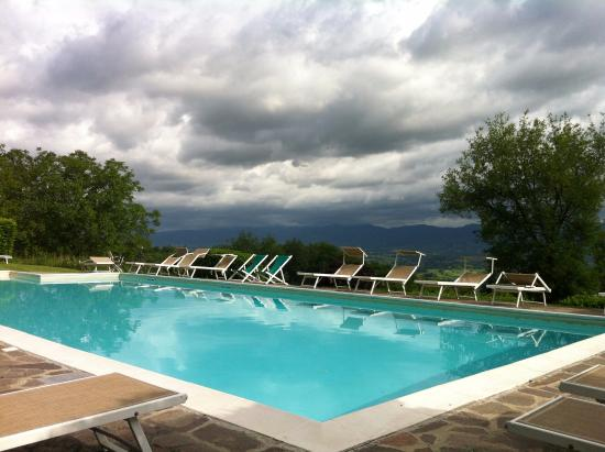 Vicchio, Italy: Outside pool