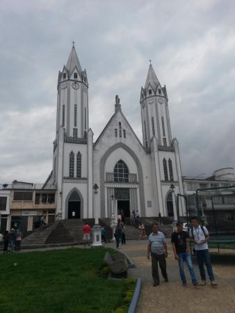 Parque Las Araucarias: Iglesia