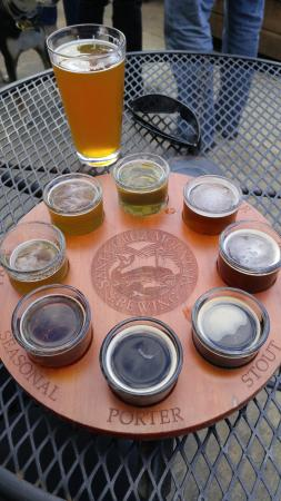 Santa Cruz Mountain Brewery: The flight and a pint