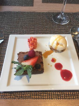 Saebo, Norwegia: Fantastisk helaften!! Tre retters. Forett Blomkålsuppe - Hovedrett Lammeskank - Dessert Fransk S