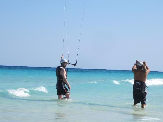 PDC Kiteboarding School and Water Sports Center : Instructor Doug giving me tips