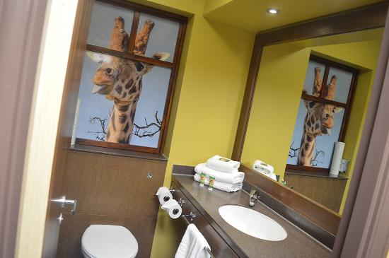 Merveilleux Chessington Safari Hotel: Giraffe Room   Bathroom
