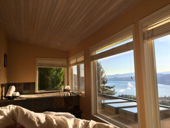 A View of the Lake: Double soaker tub and early morning view from the King bed.