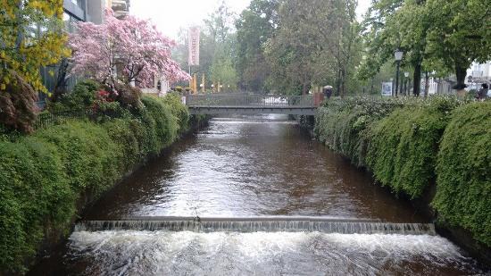 Baden-Baden Kur & Tourismus: Canais dentro da cidade