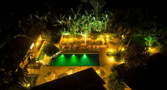 Ilhasol Hotel Pousada : vista noturna