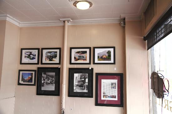 Main Street Grill : North wall, more local and historical pictures to enjoy.