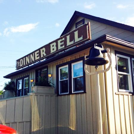 Benton, KY: Look for the dinner bell in front