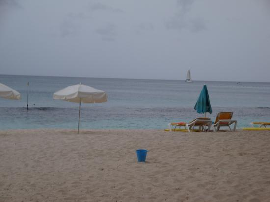 Holetown, Barbados: Not too crowded on the beach.