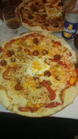 La Famiglia: Pizza Famiglia