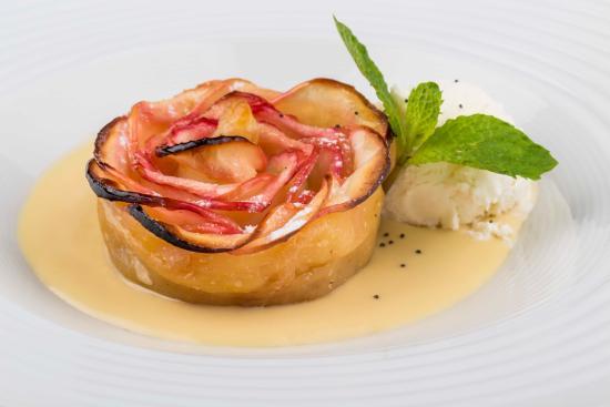 La Provincia: Serpentina de manzana con salsa inglesa y helado de vainilla francesa