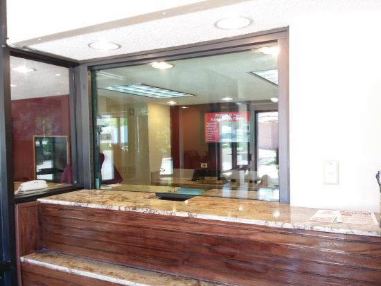 Red Roof Inn Peoria: Bulletproof Glass Welcoming Center