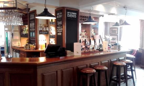 The bar at The Jolly Thresher - Lymm, Cheshire (16/May/16).