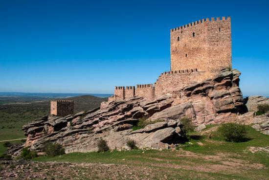 Hostal La Posada de Maria: Vista del castillo de Zafra