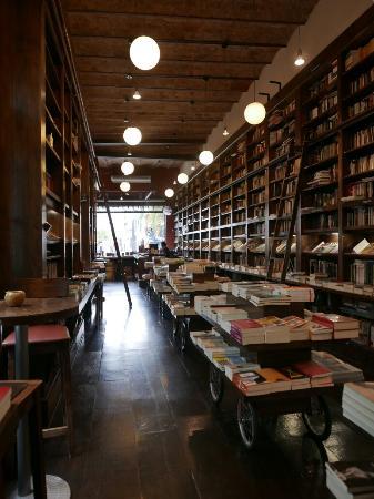 Libros del Pasaje Bar: 1060806_large.jpg