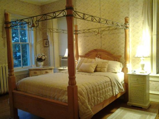 Lovelace Manor Bed and Breakfast: Old World charm with modern amenities