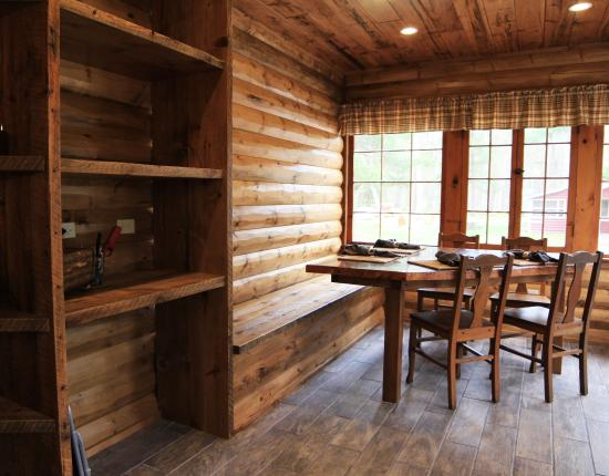 Manitowish Waters, วิสคอนซิน: The Lodge breakfast nook