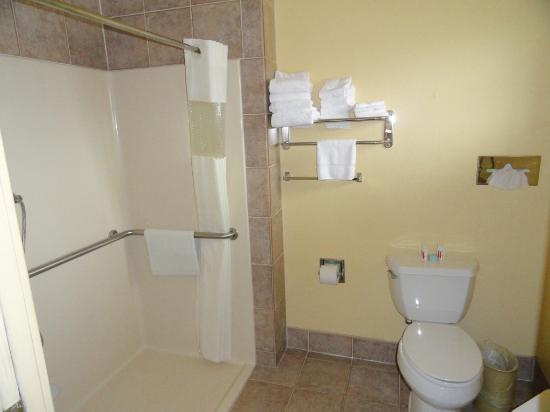 Roseburg, OR: Accessible Bathroom