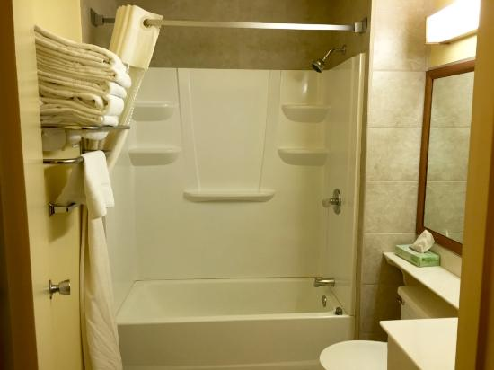 Roseburg, OR: Bathroom with Tub